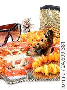 Женские аксессуары и ювелирные украшения - янтарные бусы, солнцезащитные очки, заколки для волос, зеркало. Стоковое фото, фотограф VIACHESLAV KRYLOV / Фотобанк Лори