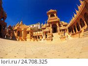 Купить «Джайнские храмы на вершине горы Шатрунджая», фото № 24708325, снято 17 апреля 2019 г. (c) OSHI / Фотобанк Лори