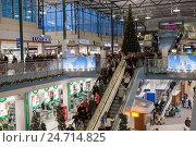 Купить «Интерьер центрального зала торгового центра Jumbo во время Рождественских праздников. Хельсинки, Финляндия», фото № 24714825, снято 17 декабря 2016 г. (c) Кекяляйнен Андрей / Фотобанк Лори