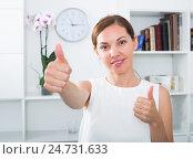 Купить «woman portrait thumbs up», фото № 24731633, снято 20 марта 2019 г. (c) Яков Филимонов / Фотобанк Лори