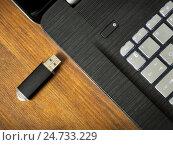 Купить «Usb flash memory and laptop», фото № 24733229, снято 19 октября 2016 г. (c) Андрей Саливон / Фотобанк Лори