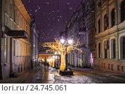 Купить «Christmas decoration Kuznetskiy bridge street, Moscow, Russia», фото № 24745061, снято 20 декабря 2016 г. (c) Наталья Волкова / Фотобанк Лори