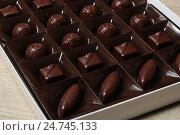 Купить «Шоколадные конфеты», эксклюзивное фото № 24745133, снято 21 декабря 2016 г. (c) Яна Королёва / Фотобанк Лори