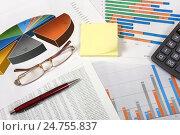 Купить «Калькулятор, тетрадь, графики, диаграммы и ручка», эксклюзивное фото № 24755837, снято 14 декабря 2016 г. (c) Юрий Морозов / Фотобанк Лори