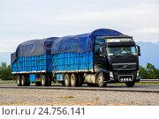 Купить «Volvo FH», фото № 24756141, снято 19 ноября 2015 г. (c) Art Konovalov / Фотобанк Лори