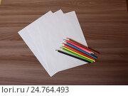 Цветные карандаши на бумаге. Стоковое фото, фотограф Алексей Воробьев / Фотобанк Лори