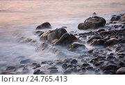 Каменный берег Черного моря. Стоковое фото, фотограф Анна Костенко / Фотобанк Лори
