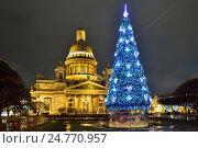 Купить «Новогодняя ёлка у Исаакиевского собора ночью. Санкт-Петербург», фото № 24770957, снято 22 декабря 2016 г. (c) Максим Мицун / Фотобанк Лори
