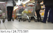Concept shopping mall. Shopping trolley and baskets as shopping symbol. Стоковое видео, видеограф Vladimir Botkin / Фотобанк Лори