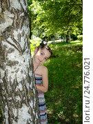 Девочка позирует у берёзы в лесу, фото № 24776021, снято 10 июня 2012 г. (c) Валерий Шилов / Фотобанк Лори