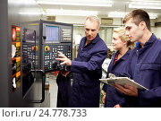 Купить «Engineer Teaching Apprentices To Use Computerized Lathe», фото № 24778733, снято 17 августа 2013 г. (c) easy Fotostock / Фотобанк Лори