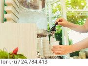 Купить «Руки наливают в стакан воду», фото № 24784413, снято 20 ноября 2016 г. (c) Галаганов Дмитрий Александрович / Фотобанк Лори