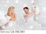 Купить «happy couple having pillow fight in bed at home», фото № 24785981, снято 25 февраля 2016 г. (c) Syda Productions / Фотобанк Лори