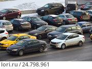 Купить «Пробка на Космодамианской набережной в Москве», эксклюзивное фото № 24798961, снято 13 декабря 2016 г. (c) lana1501 / Фотобанк Лори