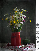 Wild flowers in vase. Стоковое фото, фотограф Igor Sirbu / Фотобанк Лори