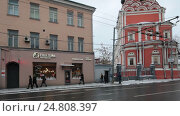 Купить «Москва, панорама слева на право улица Верхняя Радищевская», эксклюзивный видеоролик № 24808397, снято 3 января 2017 г. (c) Дмитрий Неумоин / Фотобанк Лори