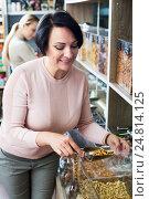 Купить «Woman selecting tea in store», фото № 24814125, снято 26 июня 2019 г. (c) Яков Филимонов / Фотобанк Лори
