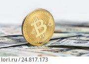 Купить «Золотая монета bitcoin», фото № 24817173, снято 4 января 2017 г. (c) Александр Лычагин / Фотобанк Лори