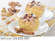 Купить «Яблоки запеченные с медом и клюквой», фото № 24835997, снято 6 декабря 2015 г. (c) Галина Михалишина / Фотобанк Лори