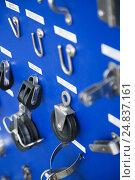 Купить «New cordage assortment on stand close up», фото № 24837161, снято 19 августа 2018 г. (c) Яков Филимонов / Фотобанк Лори