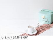 Купить «Minimal elegant composition with turquoise box and coffee cup», фото № 24849661, снято 29 декабря 2016 г. (c) Екатерина Рыбина / Фотобанк Лори