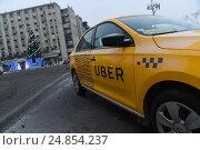 Купить «Желтое такси Uber», фото № 24854237, снято 12 января 2017 г. (c) Антон Белицкий / Фотобанк Лори