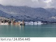 Купить «Церковь святого Фанурия на озере Фенеос (горная Коринфия, Греция)», фото № 24854445, снято 8 января 2017 г. (c) Татьяна Ляпи / Фотобанк Лори