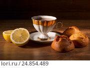 Чашка чая с лимоном и сладостями. Стоковое фото, фотограф Харкин Вячеслав / Фотобанк Лори