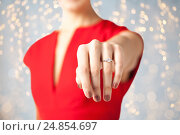 Купить «close up of woman showing hand and engagement ring», фото № 24854697, снято 3 апреля 2013 г. (c) Syda Productions / Фотобанк Лори