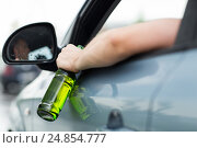 close up of man drinking alcohol while driving car. Стоковое фото, фотограф Syda Productions / Фотобанк Лори