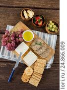 Купить «Gouda cheese, brown bread slices, lime juice biscuits and fruits», фото № 24866009, снято 16 сентября 2016 г. (c) Wavebreak Media / Фотобанк Лори
