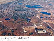 Купить «Нефтегазовое месторождение в Западной Сибири, вид сверху», фото № 24868837, снято 11 октября 2015 г. (c) Владимир Мельников / Фотобанк Лори