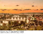 Вид сверху на Прагу и Карлов мост на рассвете, Чехия, фото № 24872149, снято 7 декабря 2015 г. (c) Наталья Волкова / Фотобанк Лори