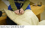 Купить «Sailmaker demonstrate using the roping palm», видеоролик № 24872537, снято 27 октября 2016 г. (c) Stockphoto / Фотобанк Лори