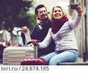 Купить «Happy pensioners shooting mutual portrait», фото № 24874185, снято 22 ноября 2018 г. (c) Яков Филимонов / Фотобанк Лори