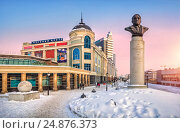 Купить «Monument to Lev Gumilyov in Kazan at the beginning of the Petersburgskaya street at sunset. Caption: shopping center Koltso», фото № 24876373, снято 8 марта 2012 г. (c) Baturina Yuliya / Фотобанк Лори