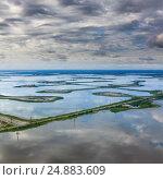 Oil field on lake, top view, фото № 24883609, снято 8 июля 2011 г. (c) Владимир Мельников / Фотобанк Лори