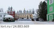 Купить «Walk on Pskovo- Pechersky Monastery in winter», фото № 24883669, снято 4 января 2017 г. (c) Анна Костенко / Фотобанк Лори
