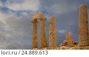 Купить «Ancient Greek Temple of Juno (V-VI century BC), Valley of the Temples, Agrigento, Sicily. The area was included in the UNESCO Heritage Site list in 1997», видеоролик № 24889613, снято 17 января 2017 г. (c) Владимир Журавлев / Фотобанк Лори