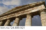 Classic Greek (Doric) Temple at Segesta in Sicily (2017 год). Стоковое видео, видеограф Владимир Журавлев / Фотобанк Лори