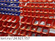 Касса для крепежных элементов, фото № 24921157, снято 18 января 2017 г. (c) Юрий Морозов / Фотобанк Лори