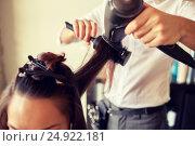 Купить «close up of stylist making hairdo at salon», фото № 24922181, снято 15 февраля 2015 г. (c) Syda Productions / Фотобанк Лори