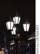 Купить «Уличный фонарь на Пушкинской площади. Москва», фото № 24924657, снято 23 декабря 2016 г. (c) Алексей Сварцов / Фотобанк Лори