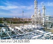 Купить «The oil refinery», фото № 24929885, снято 22 ноября 2015 г. (c) Leonid Eremeychuk / Фотобанк Лори