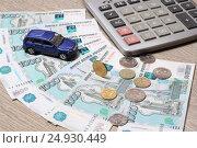 Купить «Деньги, автомобиль и калькулятор», эксклюзивное фото № 24930449, снято 23 января 2017 г. (c) Яна Королёва / Фотобанк Лори