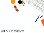 Купить «Minimal elegant desk with tangerines and coffee», фото № 24930649, снято 13 декабря 2018 г. (c) Екатерина Рыбина / Фотобанк Лори