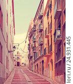 Купить «Ordinary street of european town. Tarragona», фото № 24931445, снято 30 августа 2013 г. (c) Яков Филимонов / Фотобанк Лори