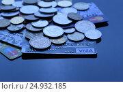 Синяя кредитная карта (2017 год). Редакционное фото, фотограф Лукьянов Илья / Фотобанк Лори