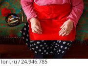 Купить «Hands of an elderly woman.The leisure of retired.Knitting threads.», фото № 24946785, снято 18 марта 2016 г. (c) yeti / Фотобанк Лори