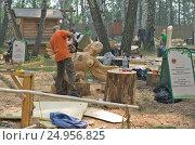Купить «Праздник топора в Томске, изготовление скульптруры», фото № 24956825, снято 20 августа 2016 г. (c) Gaft Eugen / Фотобанк Лори